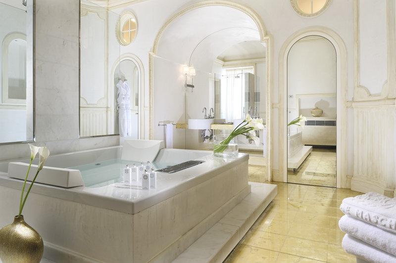 Marchesa Liliana bathroom