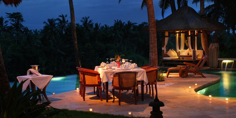 Romantic Dinner by the Pool