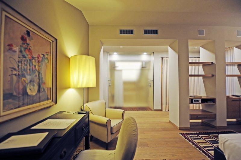 Top Floor Deluxe Suite