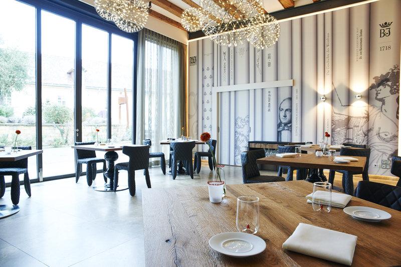 Wintergarden of restaurant L.A. Jordan