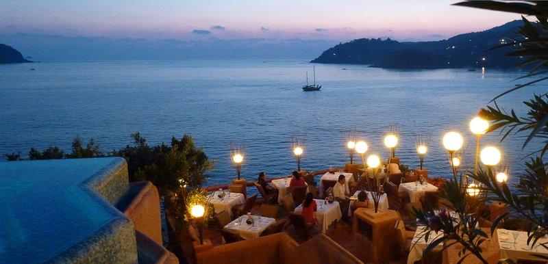 La Casa Que Canta - Mar y Cielo Terrace Restaurant