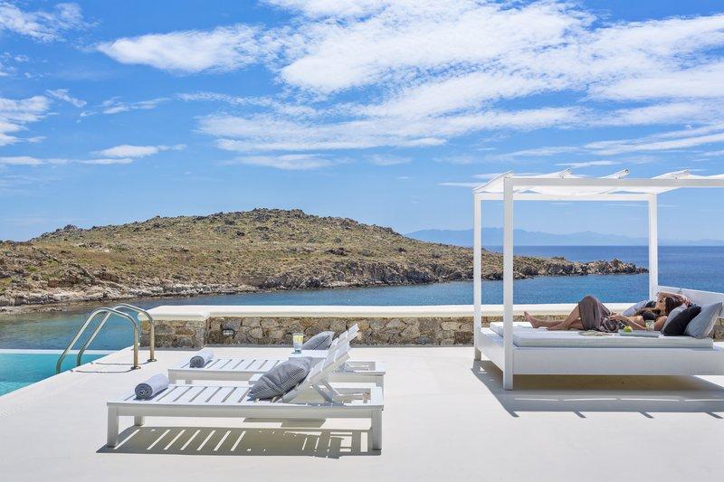 Majestic Beachfront Infinity Pool Viila