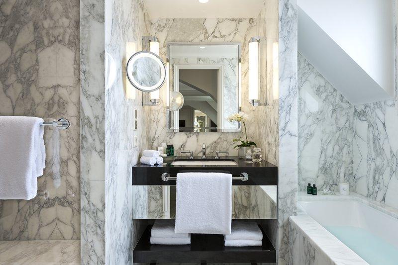 Terrace Junior Suite Bathroom