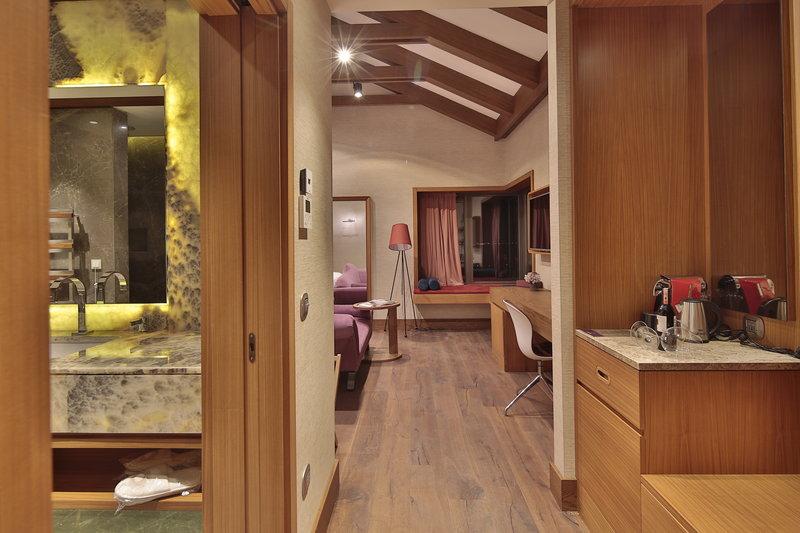 AJA - Loft Suite