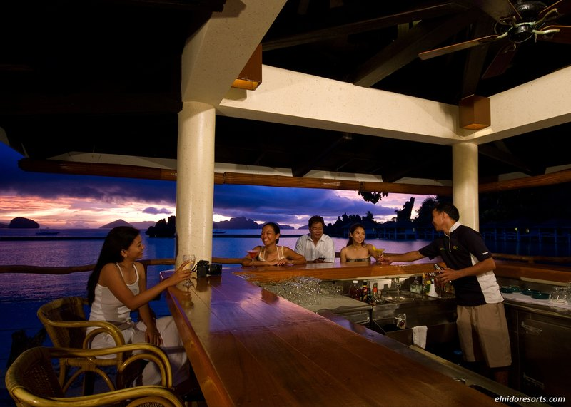 Enjoy Sunset Cocktails at the Resort SBar