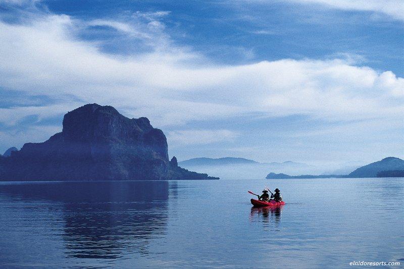 Kayaking at Bacuit Bay