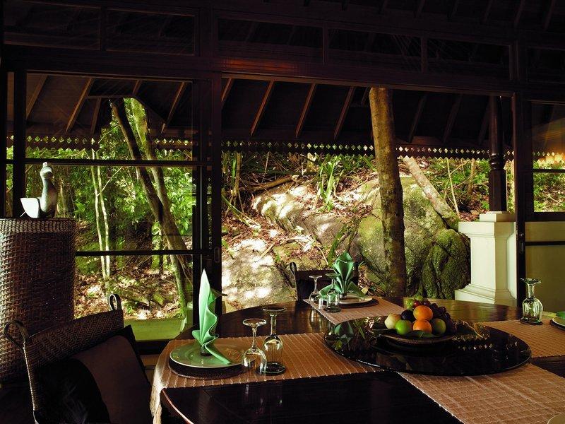 2 Bedroom Beach Front Estate - Dining Pavilion