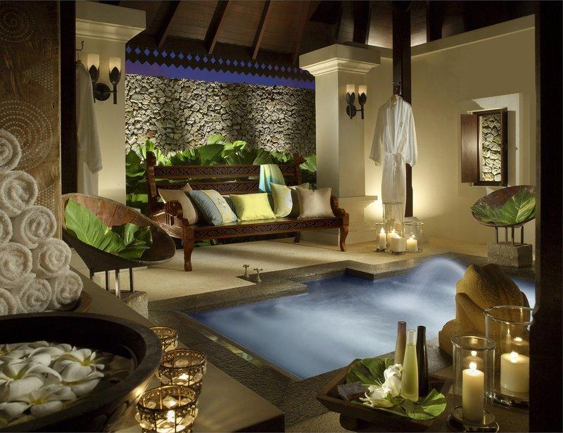 3 Bedroom Hilltop Estate - Outdoor Bath