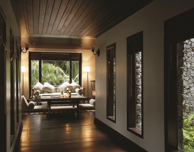 4 Bedroom Hilltop Estate - Living Pavilion