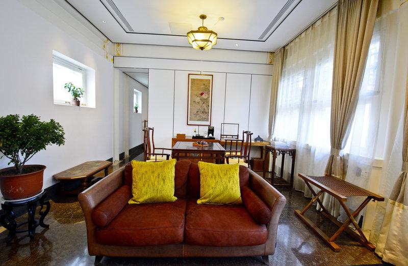 Living Room-Deluxe Room