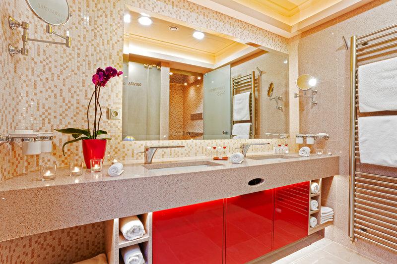 Bathroom Safari Suite