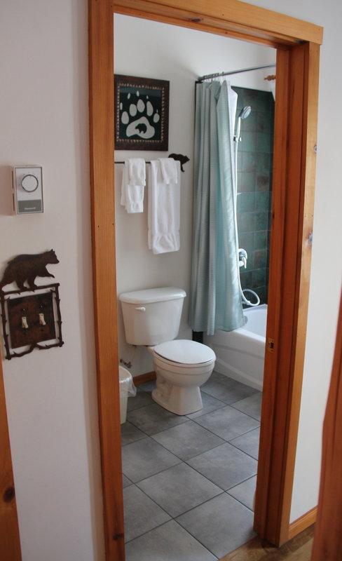 Black Bear Cottage Bathroom