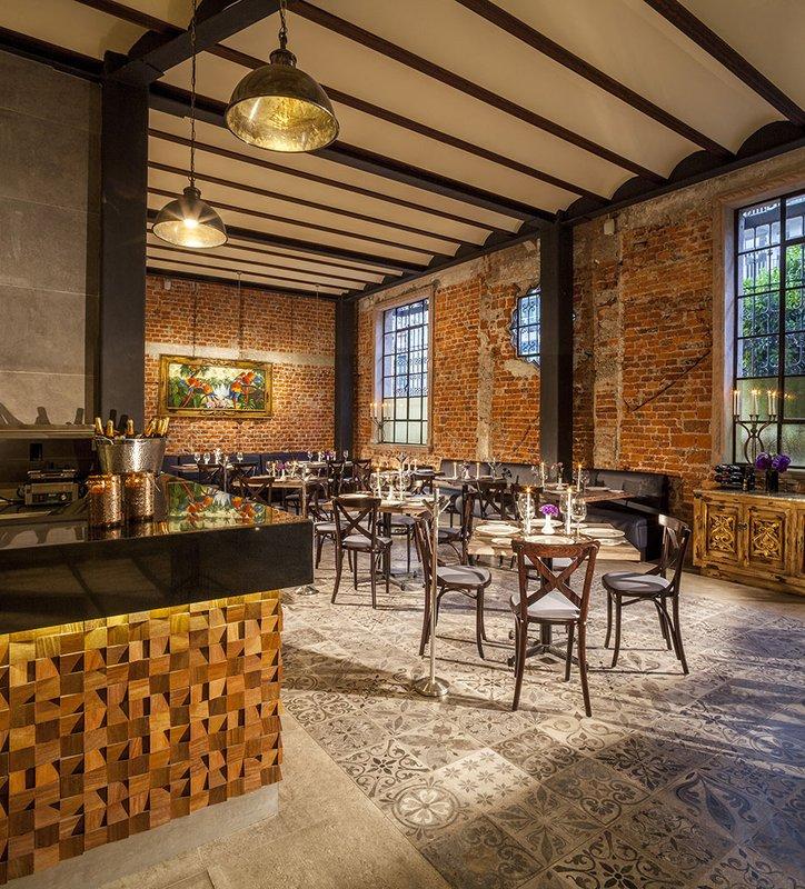 Luna Bistro Restaurant A Unique Experience
