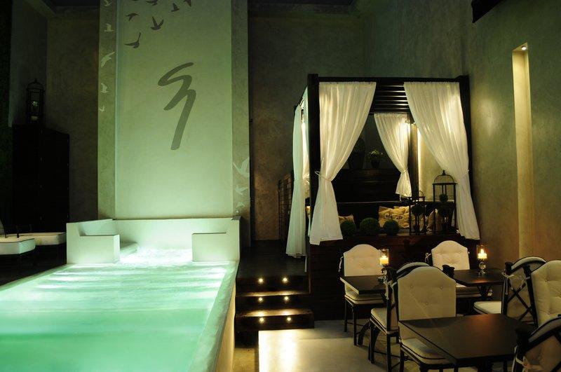 Enchanting patio and pool