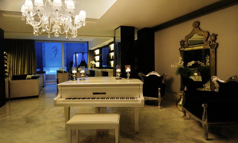Intimate atmosphere