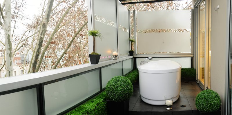 Relaxing bath at the private terrace