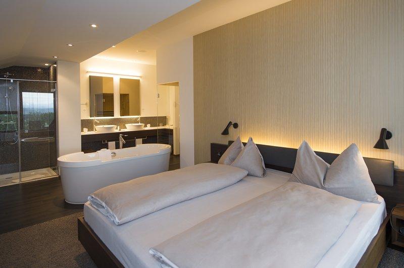 Bedroom panorama suite