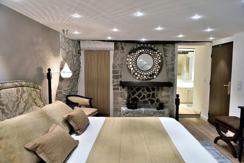 Elegance Room