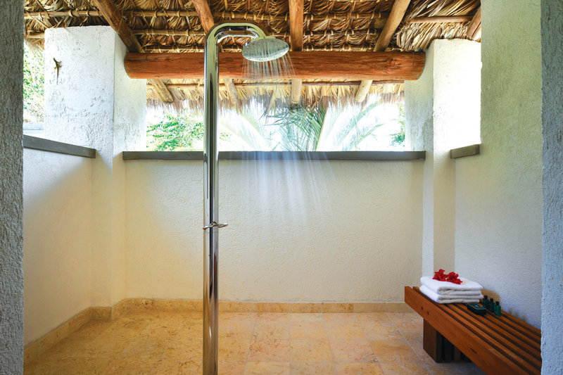 Outside private showers for the 3 & 4 bed villas