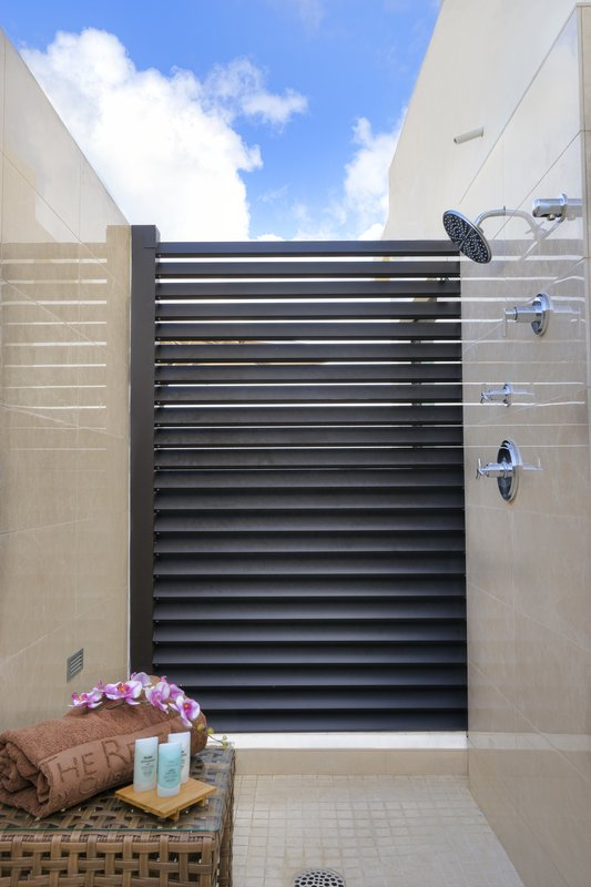 The Reef Deluxe Outdoor Shower