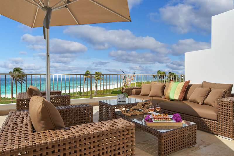 The Reef Deluxe Beachfront Junior Suite Balcony