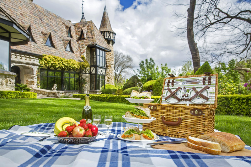 Romantic picnic for 2 at Thorngrove