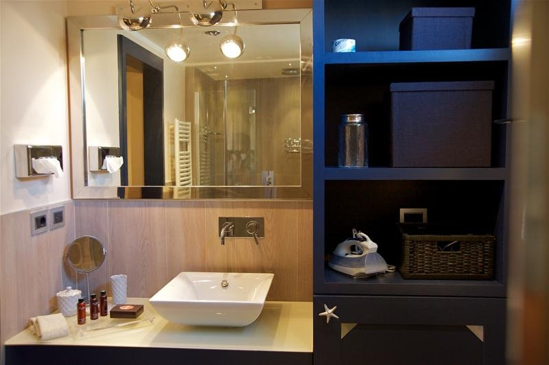 Carlotta Apartment - Bathroom
