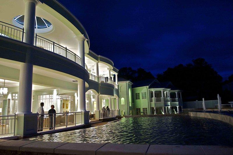 Hemingways By Night Pool View