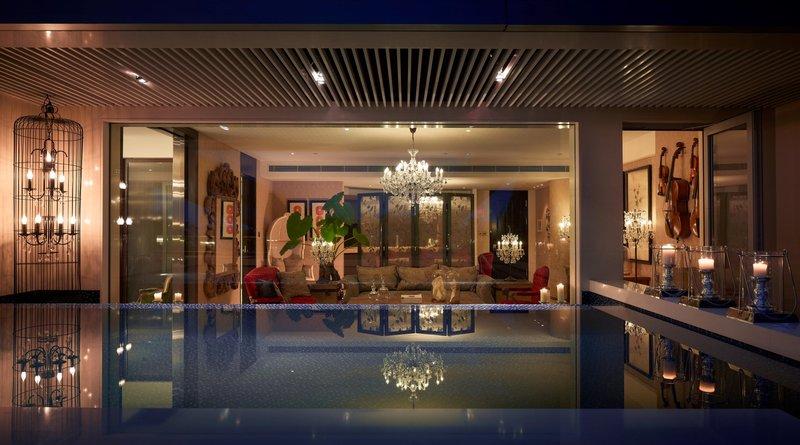Deluxe Lagoon Suite - Midnight in Paris