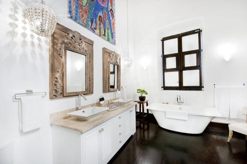 Luxury Bathroom Arbol