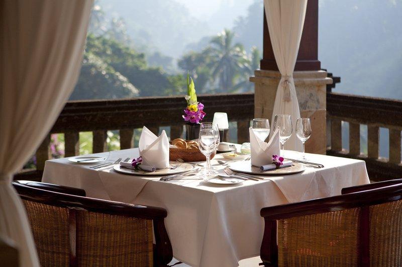 Cascades Restaurant Breakfast