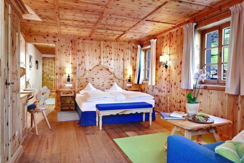 Cuddle Room - Stone Pine