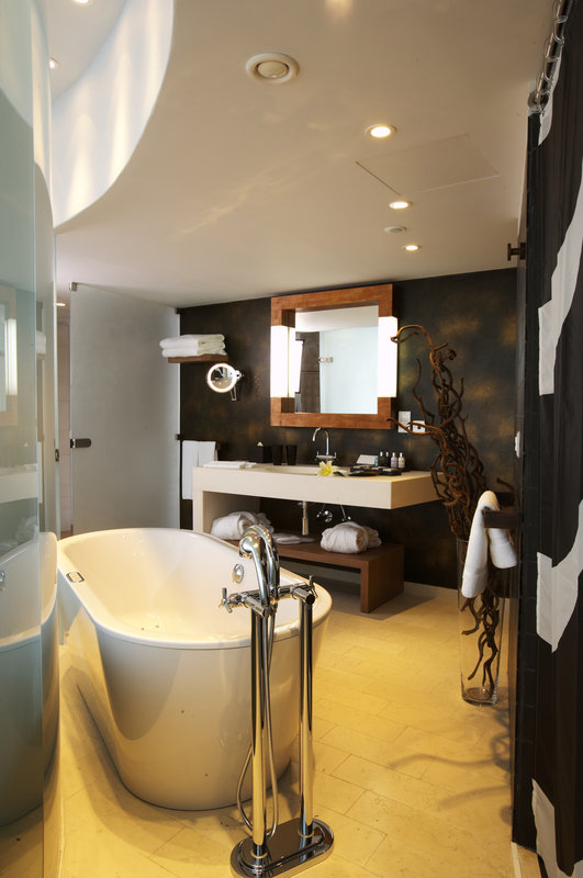 Elite Suite Bathroom