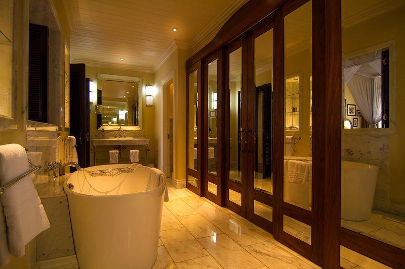 The Hemingways Suite-Bathroom