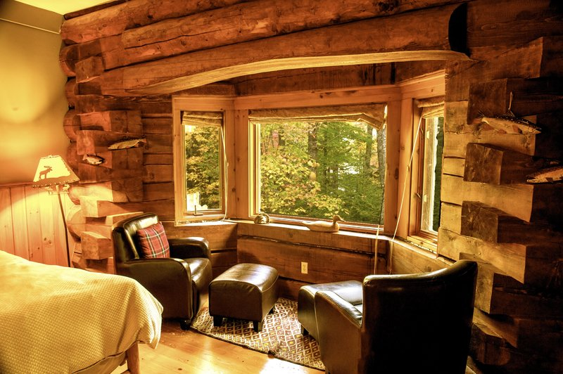 Junior Suite w/ Log Bay Window
