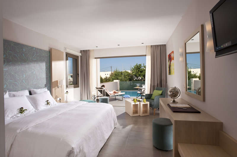 Superior Room with individual pool