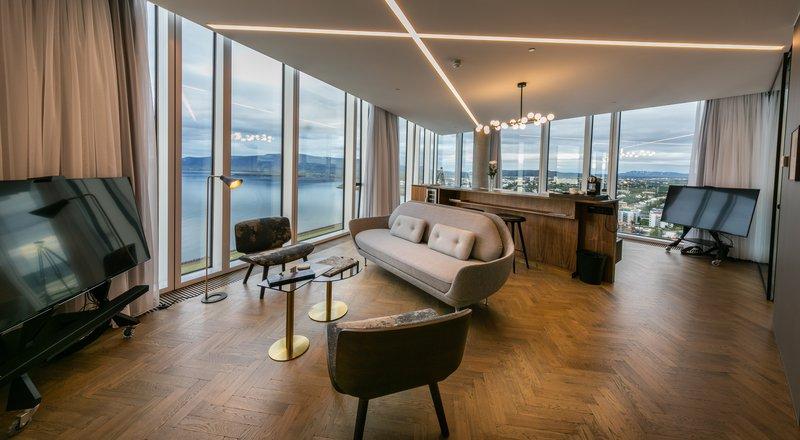 Esja Corner Suite