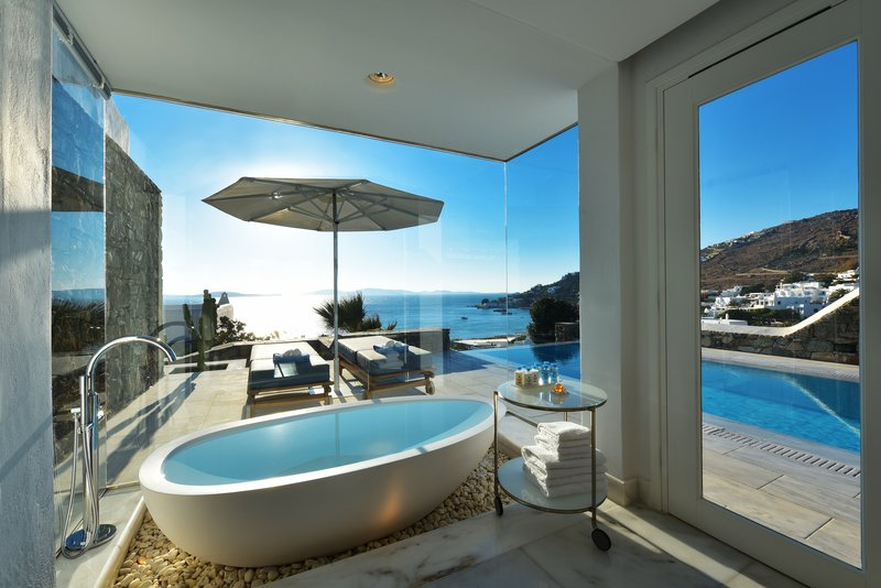 Grand Suite Bathroom with sea view