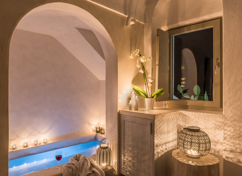 Honeymoon Suite with Jacuzzi and Caldera View