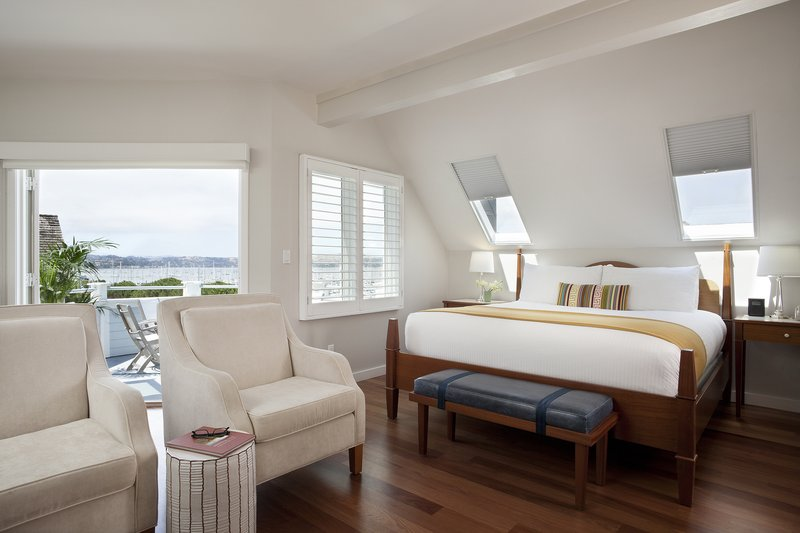 Hillside Cottage Balcony Bed