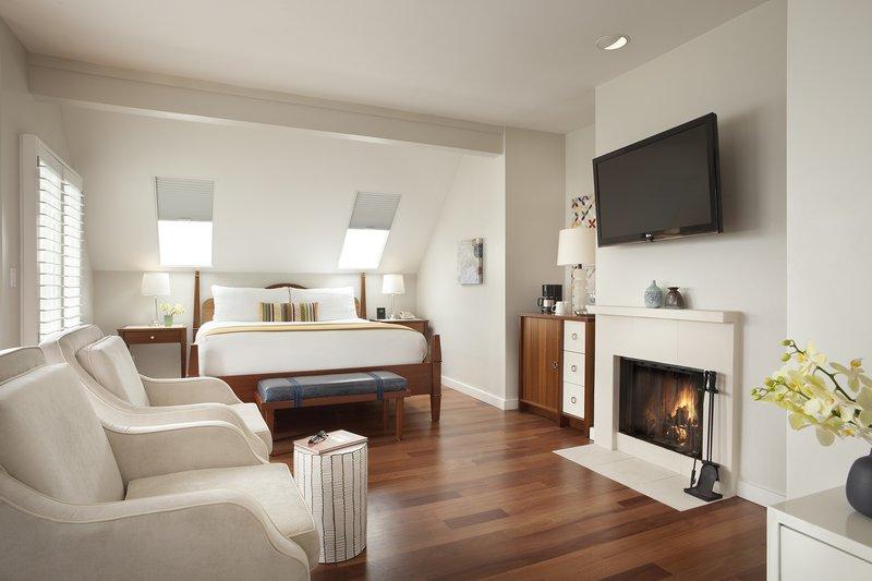 Hillside Cottage Balcony Bed Fireplace PX