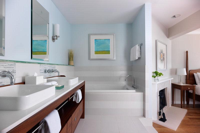 Hillside Cottage Balcony Bathroom
