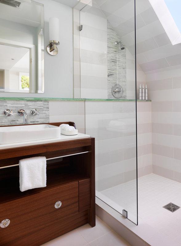 Hillside Cottage Balcony Bathroom Shower