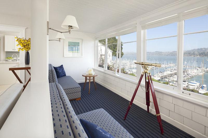 Hillside Guest House Sunroom