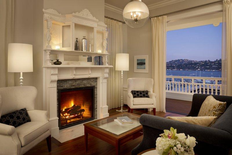 Mansion Suite Living Room