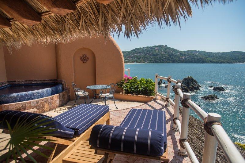 Villa El Murmullo – Oceanfront Junior Suite