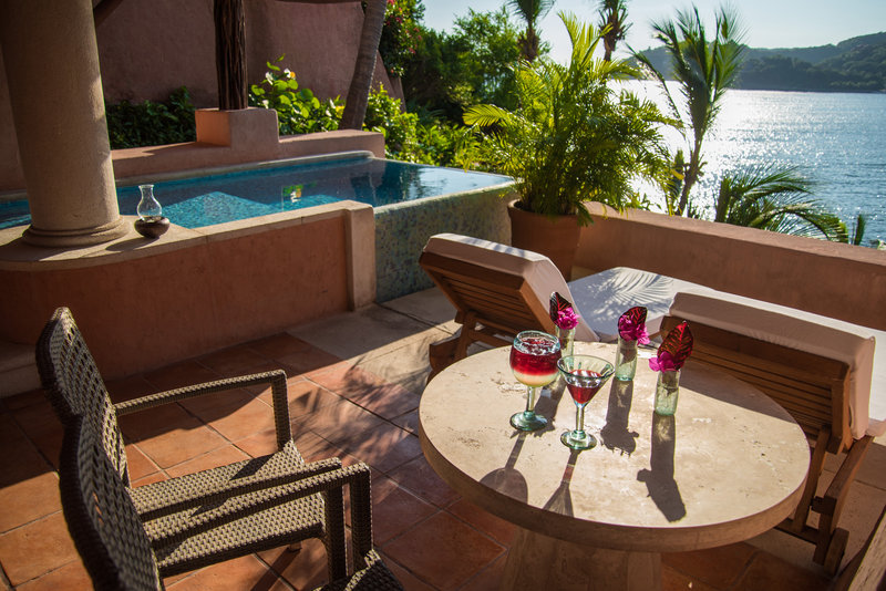 La Casa Que Canta – Oceanfront Master Pool Suite