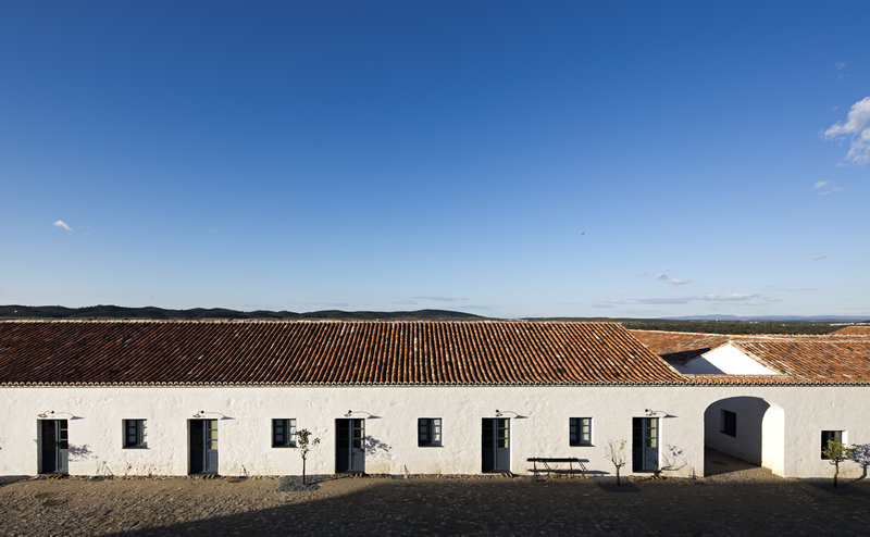 Farm rooms open their doors to the cobbled street