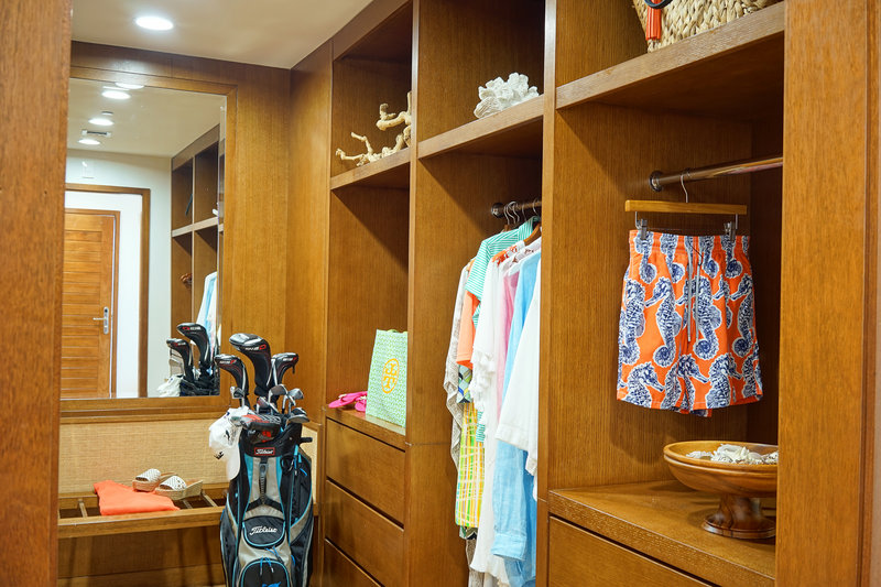 The Reef Golfview And Seaview Closet
