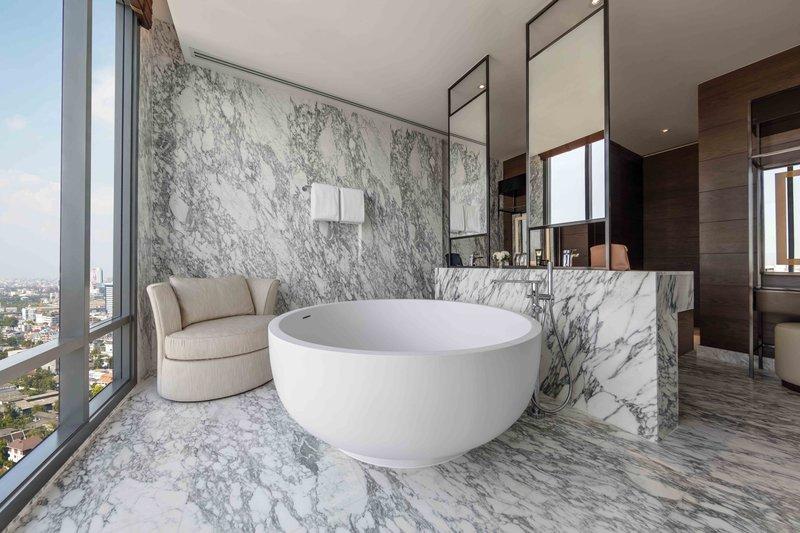 Thonburi Suite Bathroom